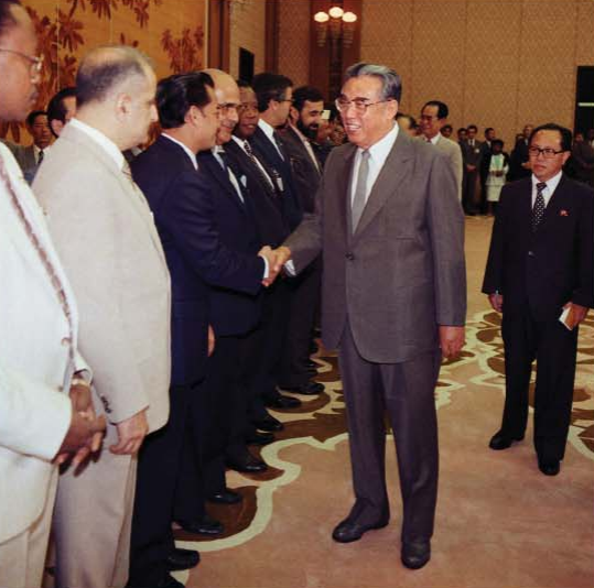 Kim Il Sung meets the participants in the extraordinary ministerial conference of non-aligned countries on south-south cooperation [June Juche 76 (1987)].