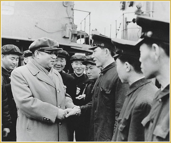Kim Il Sung talks with fishermen at the Sinpho Fisheries Station (April 1971).